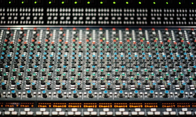 Registrazione-in-Home-Recording-Studio-Non-pensare-lo-sistemero-in-mix